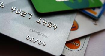 Выдаются ли кредитные карты без посещения банка?